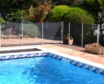 Swimming pool with safety fence